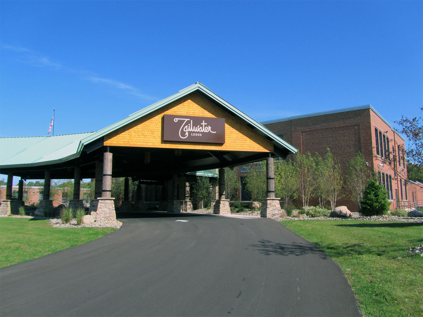 Tailwater Lodge - Entry Canopy